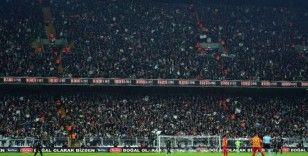 Beşiktaş'ta soğuğa rağmen tribünler doldu