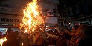 Hindistan'da toplu tecavüz skandalında halk sokaklara döküldü