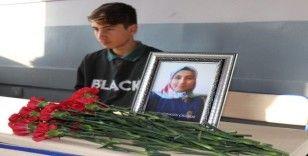 Öğrenciler, kazada ölen arkadaşlarını unutmadı