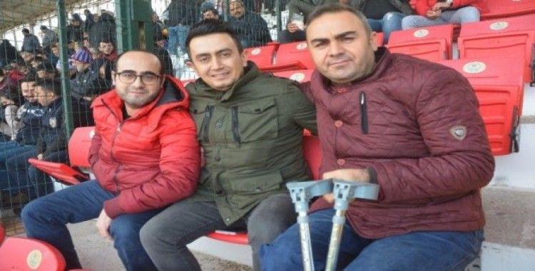 """Gazilerin Isparta 32 Spor sevdası: """"Yeşil - pembenin yeri bizde ayrı"""""""