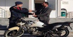 Jandarma çalınan motoru sahibine teslim etti