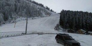 Atabarı Kayak Merkezi'ne mevsimin ilk karı yağdı