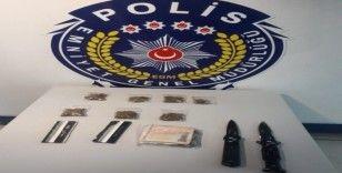 Polisin durdurduğu araçtan uyuşturucu çıktı
