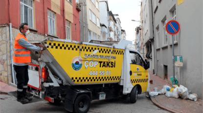 Bu taksi insan değil 'çöp' taşıyor