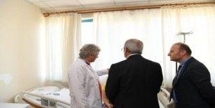 Vali Karaloğlu, çift kol nakilli hastayı ziyaret etti