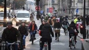Fransa'da emeklilik reformuna karşı grev ve protestolar başladı