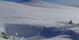 Uludağ'da kayıp iki dağcının sığınabileceği mağarada kazı çalışması başlatıldı