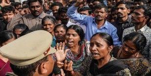 Hindistan'da polis, veterinere tecavüz edip öldüren zanlıları öldürdü