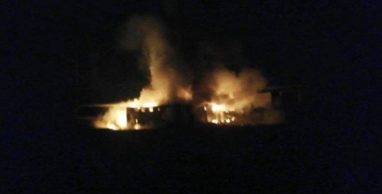 Alev alev yanan konteynerler paniğe neden oldu
