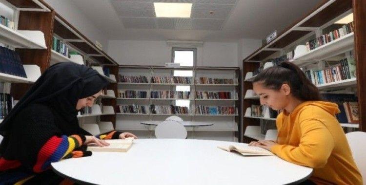 Belediye binasında 'Halk Kütüphanesi'