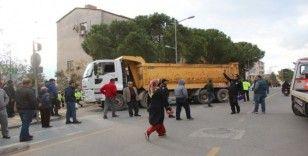 Muğla'da kamyonun çarptığı çocuk ağır yaralandı