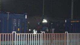 Vagonların üstünden atlayan genç yüksek gerilim hattına kapılarak öldü