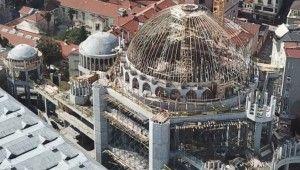 Taksim Camii inşaatında yangın paniği