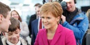 İskoç lider Sturgeon, bağımsızlık için referandum istedi