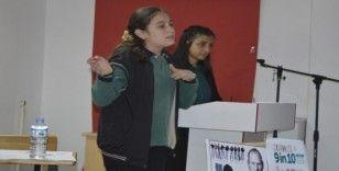 Ağrı'da öğrenciler kılık kıyafet zorunluluğunu İngilizce tartıştı