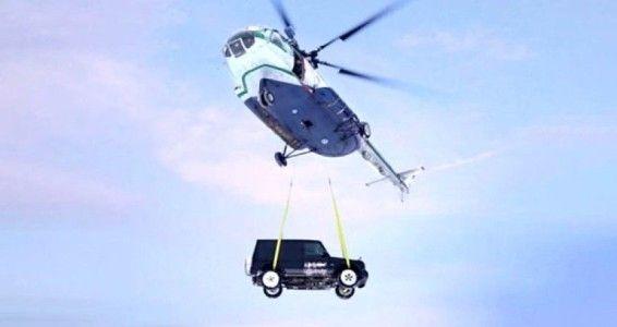 Arabasını cezalandırdı: Helikopterden aşağıya attı!