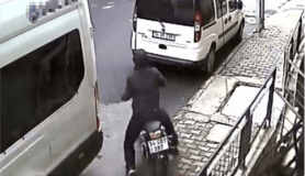 Eyüpsultan'da motosiklet hırsızının pes dedirten rahatlığı kamerada