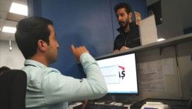 Bedensel engelli memur, işitme engelliler için işaret dili öğrendi