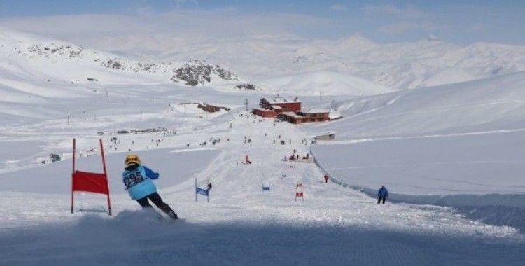 Hakkari'de 'Kayak İl Birinciliği Yarışması' düzenlendi