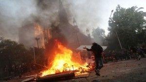 Şili'de göstericiler polise tahsis edilen kiliseyi yaktı