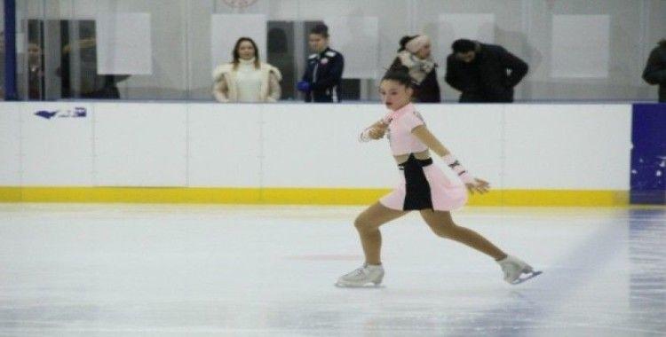 Artistik Buz Pateni Büyükler Türkiye Şampiyonası Samsun'da başladı