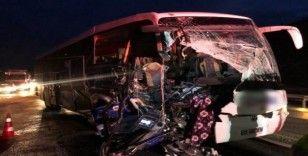 Bilecik'te otobüs ile tır çarpıştı: 17 yaralı