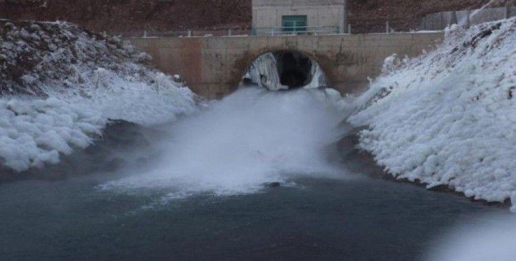 Yazıcı Barajı kışın manzarasıyla hayran bırakıyor