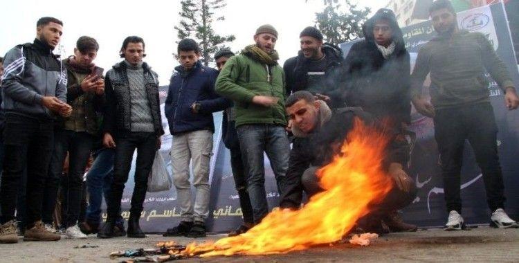Gazze'de ABD ve İsrail bayrakları yakıldı