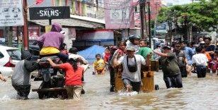 Endonezya'da sel felaketinde bilanço artıyor