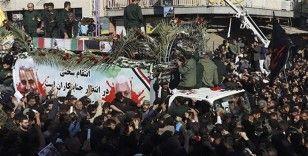 Tahran'da on binler Süleymani'nin cenazesi için toplandı