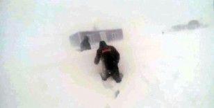 Niğde'de kar nedeniyle mahsur kalan işçi kurtarıldı