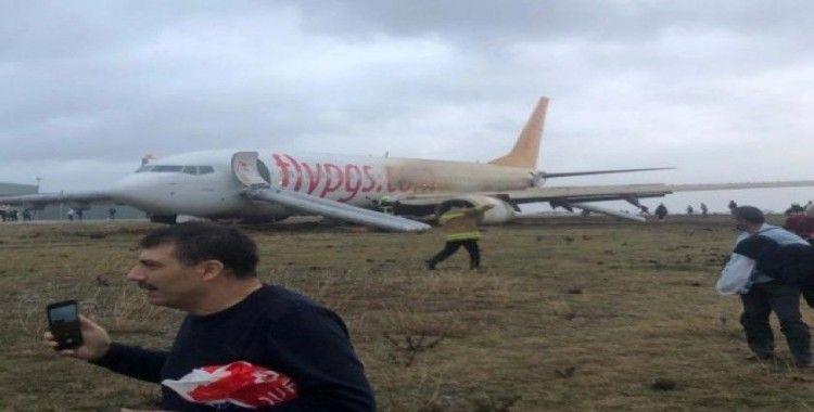 Pistten çıkan uçaktan şişme yastık ve kaydırakla  böyle kurtuldular