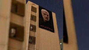 ABD Bağdat Büyükelçiliği karşısına Süleymani'nin posteri asıldı