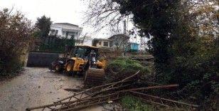 Kavacık'ta villanın bahçesinin istinat duvarı çöktü