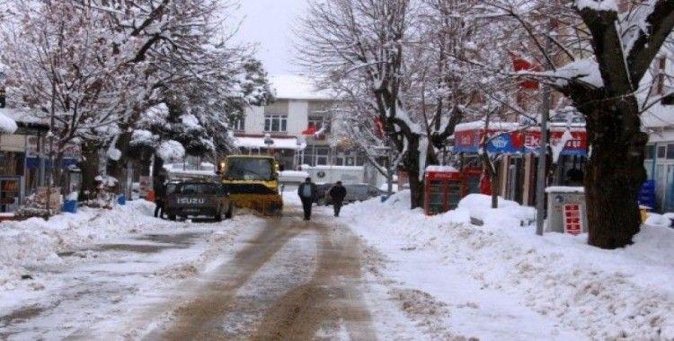 İzmir'deki Bozdağ'da kar kalınlığı yarım metreyi geçti