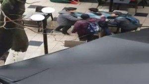 Arap turistlerin tekme tokatlı kavgası kamerada