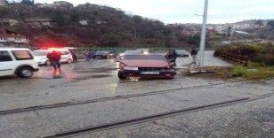 Yük treni çarptı, sürücünün burnu bile kanamadı