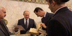 Putin, Emevi Camii'nde Kur'an-ı Kerim'i inceledi