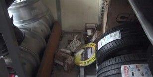 (Özel) Hırsızların dakikalar içerisinde onlarca kış lastiği çaldığı anlar kamerada