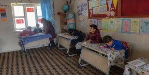 Köy okulu kadın öğretmenlerin elinde 'eğitim yuvasına' dönüştü