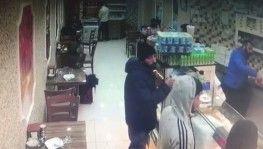 Yakalanmamak için kamerayı çevirdi, sadaka kutusunu çaldı