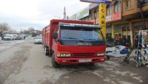 Takip ettikleri kamyonetten 50 bin lira çaldılar