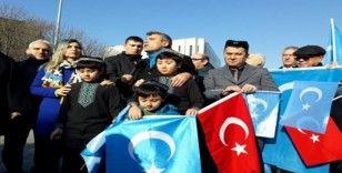 Kızılay Meydanı'nda Uygur Türklerine destek eylemi