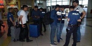 Balıkesir'de polis 12 aranan şahsı yakaladı