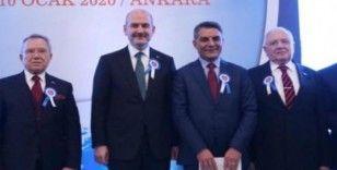 """Kaymakam Özkan'a """"Yılın İdarecisi"""" ödülü verildi"""