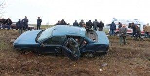 Cenazeye giden araç takla attı: 5 yaralı