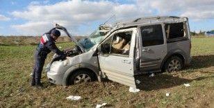 Yoldan çıkan araç tarlaya savruldu: 5 yaralı