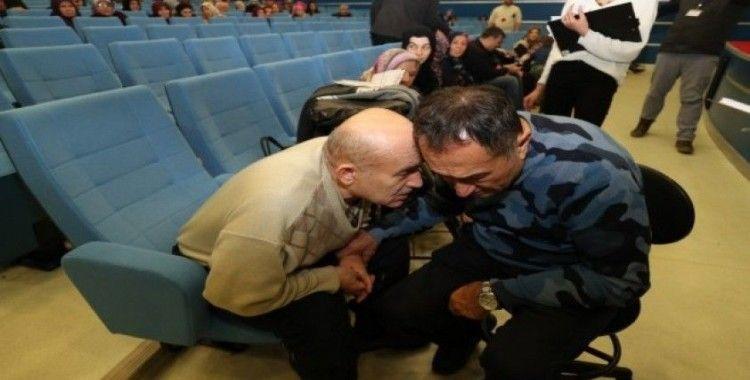 Feridun Kunak konferansta 100 kişiyi muayene etti