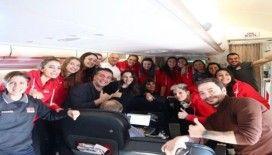 Filenin Sultanları uçakta böyle eğlendi