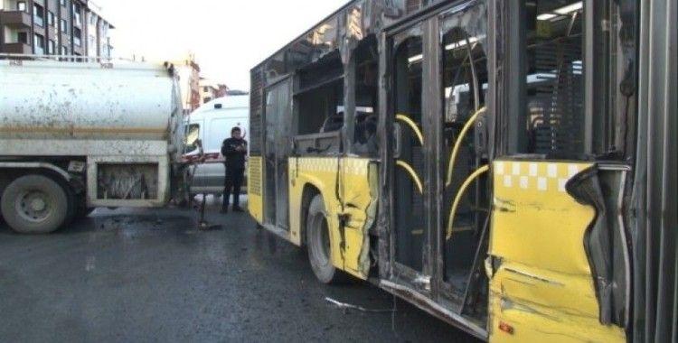 (Özel) Sultangazi'de su tankeriyle halk otobüsünün çarpıştığı kaza kamerada
